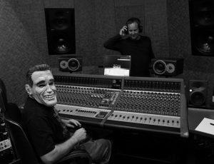 """Kurt Razelli und Matthias Strolz im Studio für die Aufnahmen des Albums """"Lost in Space"""""""