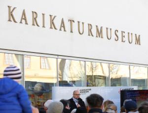 Kurt Razelli im Karikaturmuseum Krems